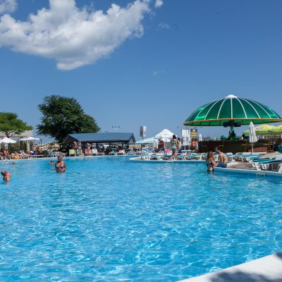 POOL AND POOLBAR 4